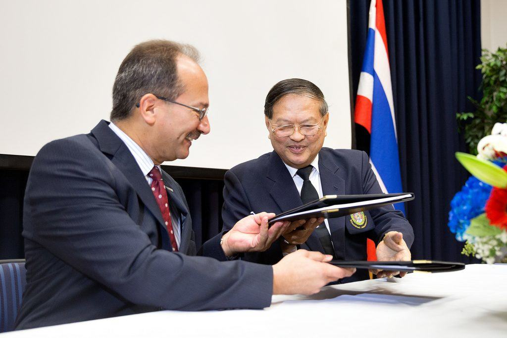 photo-1-utrgv-mou-with-thai-university-2-1